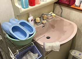 洗面化粧台交換工事前